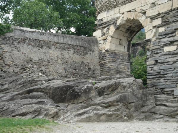 01_Altare-celtico-con-roccia-colppellata